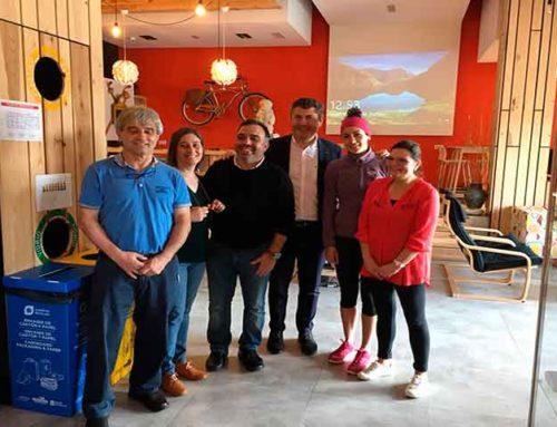 Visita del Delegado Territorial de la Xunta de Galicia en A Coruña, Ovidio Rodeiro Tato al albergue de Milladoiro