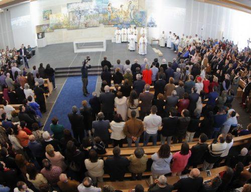 Los vecinos de Milladoiro abarrotan su nueva iglesia