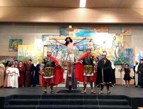Representación teatral a cargo del grupo ARUME (Pontevedra)