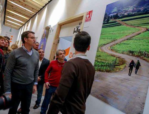 El presidente de la Xunta y el conselleiro de Cultura y Turismo visitan el albergue de peregrinos de Milladoiro