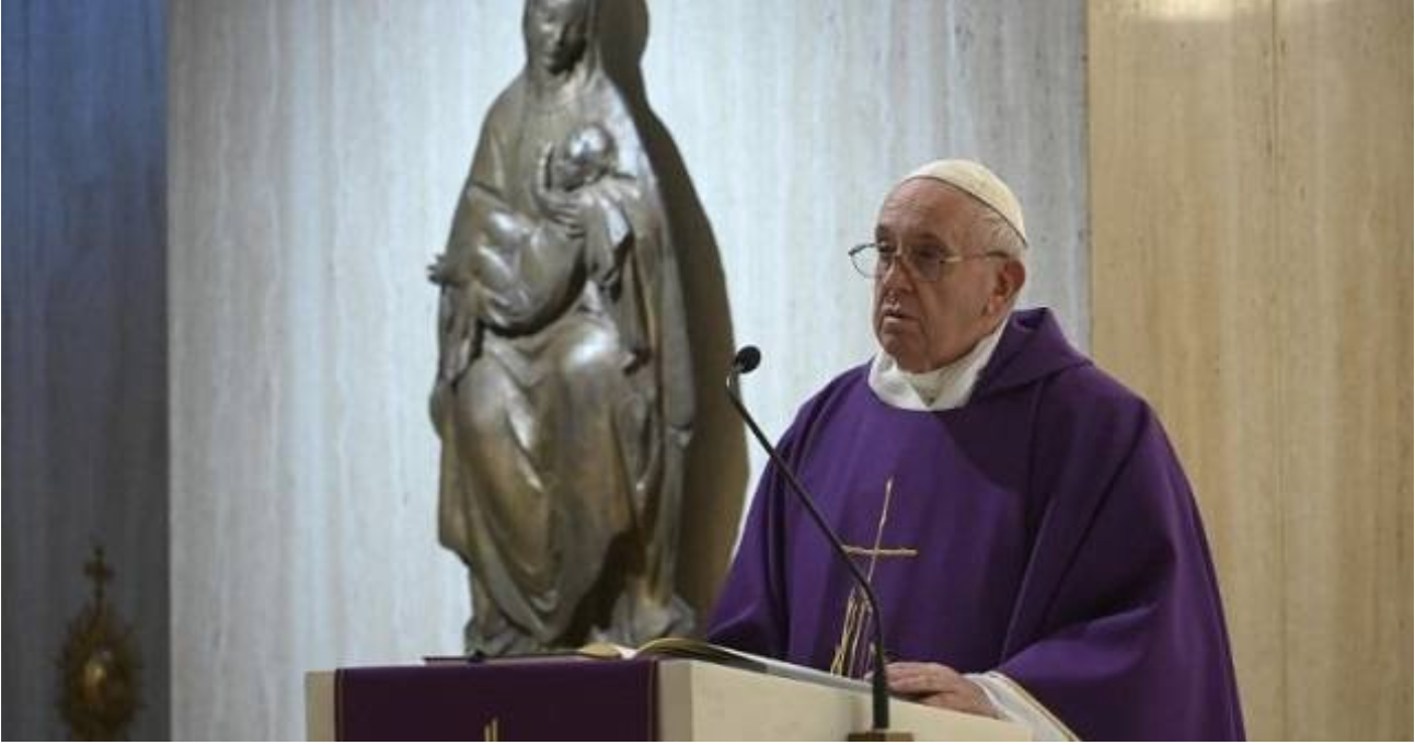 El Papa pide rezar por la gente que «no consigue reaccionar» y está «asustada por esta pandemia»